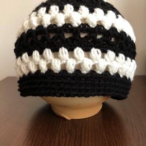 Fekete-fehér női beanie sapka 'LaceandPuff' - ruha & divat - sál, sapka, kendő - sapka - Meska.hu