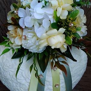 Menyasszonyi csokor, Esküvő, Esküvői dekoráció, Virágkötés, Élethű minőségi selyem virágokból készült menyasszonyi csokor.\nKösznöm, hogy megnézted. Legyen szép ..., Meska