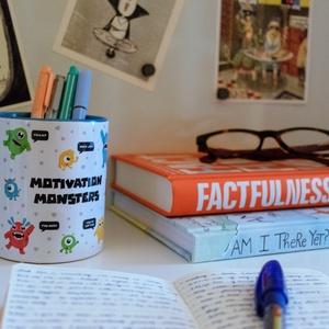 Szörnyen motiváló bögre, Konyhafelszerelés, Otthon & lakás, Bögre, csésze, Képzőművészet, Illusztráció, Fotó, grafika, rajz, illusztráció, 3 deci kávé vagy tea ebben a szörnyen motiváló bögrében még egy hétfőhöz is túl ütős kombó lehet. :)..., Meska