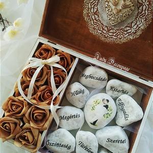 A jó házasság alapkövei rózsás dobozban, Esküvő, Nászajándék, Decoupage, transzfer és szalvétatechnika, Esküvőre vagy hivatalos és szeretnél valami egyedi ajándékot adni az ifjú pár számára?\nAkkor figyelm..., Meska