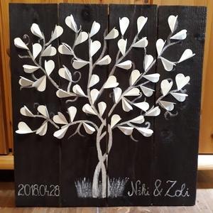 Különleges esküvői fatábla vendégkönyv szivecskékkel, Vendégkönyv, Emlék & Ajándék, Esküvő, Festett tárgyak, Tökéletes vendégkönyv egy esküvőre! Lazúrral kezelt fa alapra festettem meg az összefonódott fákat, ..., Meska