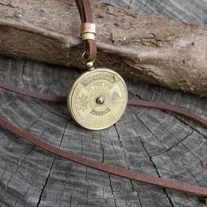 Indiai naptár nyaklánc, 50 év állítható naptár nyaklánc, Férfi bivalybőr nyaklánc, Uniszex naptár nyaklánc (jullyet) - Meska.hu