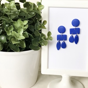 Kék geometrikus fülbevaló, Ékszer, Fülbevaló, Lógós fülbevaló, Gyurma, Kék süthető gyurmából készült fülbevaló.\nA téglalap, ovális és kis csepp formákat használtam.\nMérete..., Meska