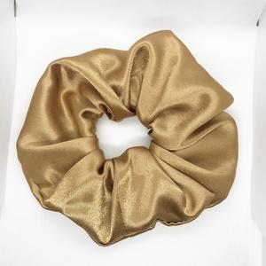 Arany szatén hajgumi, scrunchie XL, Ruha & Divat, Hajdísz & Hajcsat, Hajgumi, Varrás, Arany színű szatén anyagból készült hajgumi.\nÁtmérője: 18 cm., Meska