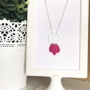 Pink ezüst nyaklánc, Ékszer, Nyaklánc, Statement nyaklánc, Ékszerkészítés, Gyurma, Kézzel készült ezüst nyaklánc sötét rózsaszín sülhető gyurma dísszel.\nA lánc hossza 40 cm.\nAz ezüst ..., Meska