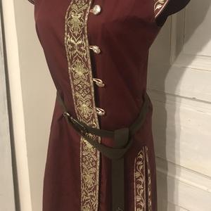 """Női kaftán bordó-arany """"mongol"""" fazon, Ruha & Divat, Női ruha, Ruha, Pamut alapanyagból, bordó-arany szalagokkal díszítve. A szalag mintája eltérhet a fotón levőtől. Az ..., Meska"""