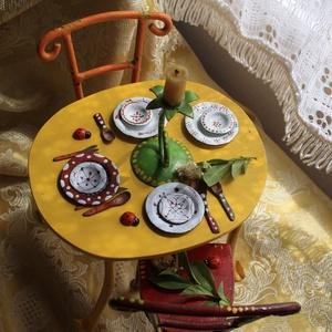 Kisasztal székekkel, Otthon & lakás, Lakberendezés, Gyerek & játék, Fémmegmunkálás, Mindenmás, Édesapámmal közösen készült termék. \n\nAsztal magassága 14 cm, hossza 18,5 cm. \nSzékek ülőfelületének..., Meska