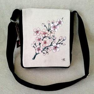 """Kézzel festett \"""" Cseresznye virág\"""" mintás tarisznya, Táska & Tok, Kézitáska & válltáska, Vállon átvethető táska, Varrás, Festett tárgyak, Cseresznye virág motívumos \"""" Tarisznya\"""" saját tervezésű mintával. Válogatott alapanyagokból, beavatá..., Meska"""