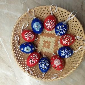 Áttört, festett tyúktojás, Dekoráció, Otthon & lakás, Ünnepi dekoráció, Húsvéti díszek, Egyéb, Mindenmás, A tojásokat áttöröm, különböző színnel, ecsettel és írókával díszítem, lakkozom. Egy csomag 10db toj..., Meska