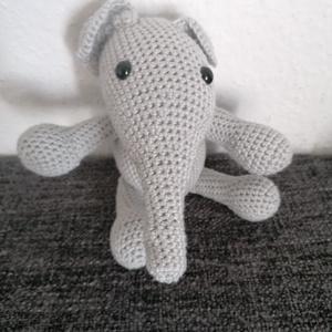 Elefánt, Játék & Gyerek, Plüssállat & Játékfigura, Elefánt, Horgolás, Egy kedves barátságos elefánt száz százalék szeretettel és odafigyeléssel készítve.\nKb 20 cm..., Meska