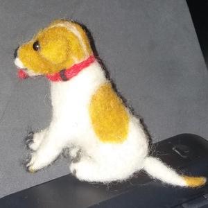Kiskutyus,élethű tűnemezelt, Egyéb, Nemezelés, Gyapjúból tűnemezeléssel készült kutyus. A tűnemezelés nagyon időigényes munka, mely során a nemez s..., Meska