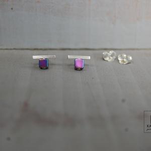 lila hematit ezüst vonal, Ékszer, Fülbevaló, Ötvös, Fémmegmunkálás, Ezüst vonalka fülbevaló 4x4 mm-es lilára színezett hematit kocka ,1,4 mm-es anyagvastagságú 1cm-es s..., Meska
