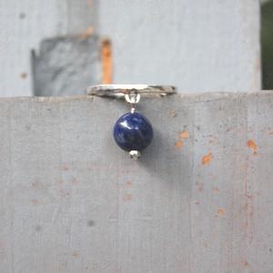 mocorgó-kocorgó lápisz gyöngyös ezüst kalapált gyűrű, Vékony gyűrű, Gyűrű, Ékszer, Ötvös, Ékszerkészítés, Lápisz gyöngyös ,fényesre polírozott ezüst kalapált gyűrű.\nMár egyszer készítettem hasonló mocorgó g..., Meska