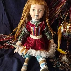 Daniella porcalán baba, Játék & Gyerek, Baba & babaház, Baba, Baba-és bábkészítés, Varrás, Ő Daniella. Ő volt az első baba, amit újradizájnoltam, ez talán látszik is a gyöngyök, masnik és sza..., Meska