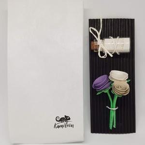 Mini csokor 1, Otthon & Lakás, Dekoráció, Mini virágcsokor kis üvegben.  Magassága 6,5 cm. A virágok papírból készültek. Mutatós csomagolása m..., Meska