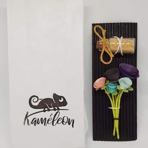 Mini csokor 2, Otthon & Lakás, Dekoráció, Mini virágcsokor 5 szál virággal, kis üvegben.  Magassága 7,5 cm. A virágok papírból készültek. Muta..., Meska