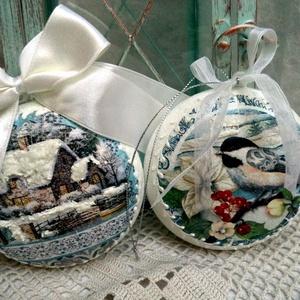 Karácsonyfa dísz, akril medál 2db, Otthon & Lakás, Karácsony & Mikulás, Karácsonyfadísz, Decoupage, transzfer és szalvétatechnika, Festett tárgyak, Csodálatos téli papírokból és 9 cm-es akril medálokból készült karácsonyfa díszek, melyek akár önáll..., Meska