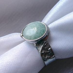 Akvamarin gyűrű, Ékszer, Gyűrű, Szoliter gyűrű, Ékszerkészítés, Fémmegmunkálás, Saját tervezésű egyedi kézműves alkotás.\n\nA gyűrű Tiffany technikával készült akvamarin és ólommente..., Meska