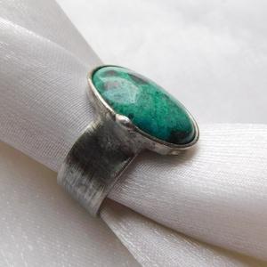 Krizokolla gyűrű, Ékszer, Gyűrű, Szoliter gyűrű, Ékszerkészítés, Fémmegmunkálás, Saját tervezésű egyedi kézműves alkotás.\n\nA gyűrű Tiffany technikával készült krizikolla és ólomment..., Meska