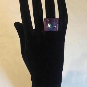 Dichroic üveg gyűrű (Párizs), Ékszer, Gyűrű, Statement gyűrű, Üvegművészet, Egyedi, divatos, üvegből készült gyűrű. A gyűrű nagysága állítható, így minden kézre megfelelő a mér..., Meska