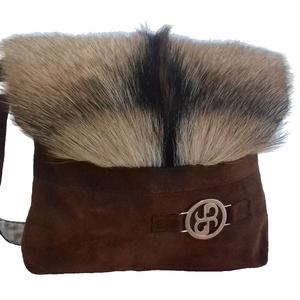 Valódi marhabőr táska, Táska & Tok, Kézitáska & válltáska, Válltáska, Bőrművesség, Varrás, Valódi marhabőr táska kecskeszőrrel kombinálva. A táska vállpántjának hossza állítható. Mágneszárral..., Meska