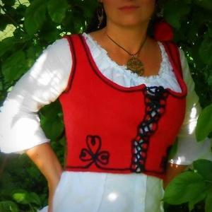 Női nemez mellény, Magyar motívumokkal, Táska, Divat & Szépség, Női ruha, Ruha, divat, Kabát, Nemezelés, Ausztrál merinó gyapjúból készítettem ezt a zsinóros mellényt, hagyományos nemezelés technikával. A ..., Meska