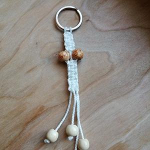 Makramé kulcstartó fa gyöngyökkel , Táska & Tok, Kulcstartó & Táskadísz, Kulcstartó, Csomózás, Makramé kulcstartó fa gyöngyökkel\nHossza 16cm a karikával együtt \n, Meska