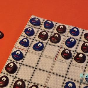 A szerencse forgandó, Játék, Gyerek & játék, Társasjáték, Festett tárgyak, Hímzés, Ez a játék a \'Pentago\' alapján készült. Amőba jellegű szabályok szerint kell lépkedni, de minden lép..., Meska