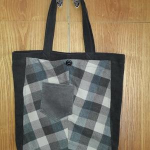 Bevásárló táska szürke-kockás, Táska, Divat & Szépség, Táska, Szatyor, Varrás, Újrahasznosított anyagból készült bevásárló táska. Szürke kordbársony anyagból, az elején kockás nag..., Meska