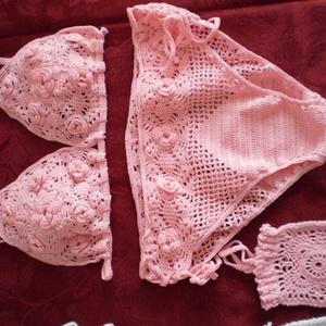 Horgolt bikini, Ruha & Divat, Női ruha, Fürdőruha & Fehérnemű, Horgolás, Horgolt bikini.\nanyaga: 100% pamut horgoló fonal\nszíne: rózsaszín\nAz alsó rész mérete: eleje 20 cm m..., Meska