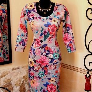 Káprázatos virágok ruha, Táska, Divat & Szépség, Női ruha, Ruha, divat, Ruha, Varrás, Vigyél színt a szürke hétköznapokba...\n\nKáprázatos szín és minta kombináció, dinamikus és határozott..., Meska