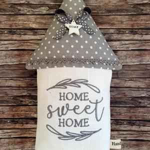 Home sweet  home hímzett lenvászon házikó, Otthon & Lakás, Dekoráció, Ajtódísz & Kopogtató, Egy kis  vidékies romantika... Különleges dísze lehet a lakásodnak vagy a munkahelyednek ez a pöttyö..., Meska