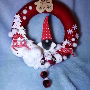 Manó kopogtató piros, Karácsony, Karácsonyi dekoráció, Otthon & lakás, Lakberendezés, Ajtódísz, kopogtató, Dekoráció, Dísz, Virágkötés, Advent közeledtével megszaporodnak a vendégek, látogatók. Örvendeztesd meg őket ezzel a cuki manós a..., Meska