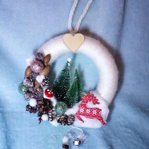 Mini kopogtató szarvasos, Karácsony, Karácsonyi dekoráció, Otthon & lakás, Lakberendezés, Ajtódísz, kopogtató, Koszorú, Virágkötés, Akár beltéri ajtóra is szép díszítés lehet ez a kis szarvasos kopogtató, mely hungarocell alapra kés..., Meska
