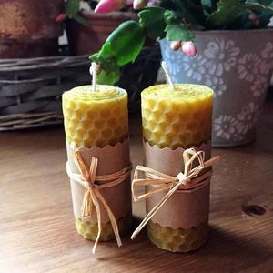 2 darabos méhviaszgyertya szett, Dekoráció, Otthon & lakás, Ünnepi dekoráció, Karácsony, Karácsonyi dekoráció, Gyertya-, mécseskészítés, 2 db tekert méhviaszgyertya egy csomagban. \nMéretek: magasság- 7,5 cm, átmérő: 3 cm\nA méhviaszgyerty..., Meska