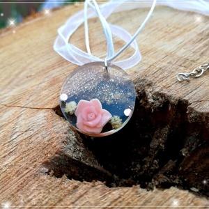 Romantikus rózsás nyaklánc, Ékszer, Nyaklánc, Ékszerkészítés, Gyurma, Egyedi apró rózsaszín rózsás ékköves nyakláncot készítettem némi csillámmal feldobva! \nTeljesen egye..., Meska