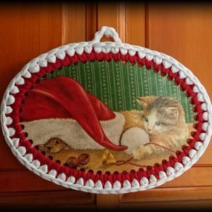 Pólófonalból horgolt karácsonyi cicás falikép, Karácsony, Karácsonyi lakásdekoráció, Karácsonyi lakásdíszek, Horgolás, Decoupage, transzfer és szalvétatechnika, Meska