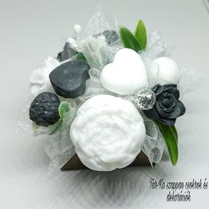 Mini yin-yang szappanvirág dekoráció négyzet formájú boxban jázmin illattal , Otthon & lakás, Dekoráció, Csokor, Virágkötés, Szappankészítés, Mindegyik csokor egyedi tervezésű és kézzel készített.\n\nElegáns szappanvirág dekorációk melyek sokái..., Meska
