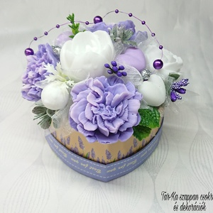 Lila - fehér illatos szappan csokor szív formájú boxban , Otthon & lakás, Dekoráció, Csokor, Virágkötés, Szappankészítés, Mindegyik csokor egyedi tervezésű és kézzel készített.\n\nElegáns szappanvirág dekorációk melyek sokái..., Meska