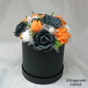 Narancssárga - fekete - fehér levendula illatú szappanbox , Otthon & Lakás, Dekoráció, Csokor & Virágdísz, Virágkötés, Szappankészítés, Levendula illatú.\nMindegyik csokor egyedi tervezésű és kézzel készített.\nElegáns szappanvirág dekorá..., Meska