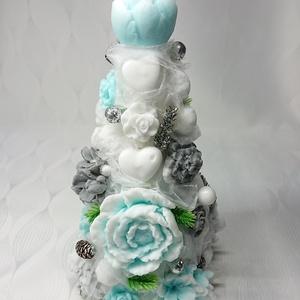 Fehér - türkizzöld illatos szappan karácsonyfa , Otthon & Lakás, Dekoráció, Csokor & Virágdísz, Virágkötés, Szappankészítés, Egyedi dekoráció, melyek sokáig megtartják szépségüket és illatukat.\n\nA szappant egyedileg színezem,..., Meska