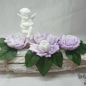 Fehér - lila angyalkás asztaldísz karácsonyi tea illattal, Otthon & Lakás, Dekoráció, Csokor & Virágdísz, Virágkötés, Szappankészítés, Mindegyik csokor egyedi tervezésű és kézzel készített.\nElegáns szappanvirág dekorációk melyek sokáig..., Meska