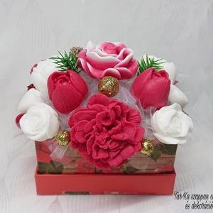 Piros - fehér - arany karácsonyi illatos szappan csokor , Otthon & Lakás, Dekoráció, Csokor & Virágdísz, Virágkötés, Szappankészítés, Mindegyik csokor egyedi tervezésű és kézzel készített.\n\nElegáns szappanvirág dekorációk melyek sokái..., Meska