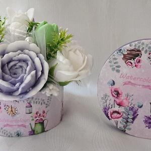 Zöld - rózsaszín - lila - fehér szappan csokor kerek boxban , Otthon & Lakás, Dekoráció, Csokor & Virágdísz, Virágkötés, Szappankészítés, \nMindegyik csokor egyedi tervezésű és kézzel készített.\nElegáns szappanvirág dekorációk melyek sokái..., Meska