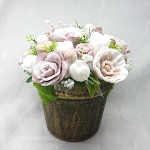 Nagy barna - fehér illatos szappanvirág dekoráció rusztikus mohás kaspóban , Otthon & Lakás, Dekoráció, Csokor & Virágdísz, Virágkötés, Szappankészítés, Mindegyik csokor egyedi tervezésű és kézzel készített.\nElegáns szappanvirág dekorációk melyek sokáig..., Meska