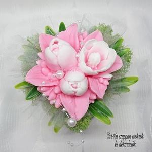 Lila - fehér tulipán szappan csokor kerek formájú boxban , Otthon & Lakás, Dekoráció, Csokor & Virágdísz, Virágkötés, Szappankészítés, Bármilyen színben rendelhető. Elkészítési idő 1 nap. \nMindegyik csokor egyedi tervezésű és kézzel ké..., Meska