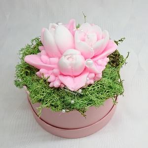 Rózsaszín - fehér és sárga - fehér tulipán szappan csokor kerek formájú boxban , Otthon & Lakás, Dekoráció, Csokor & Virágdísz, Virágkötés, Szappankészítés, Rózsaszín - fehér\nSárga - fehér\nMindegyik csokor egyedi tervezésű és kézzel készített.\nElegáns szapp..., Meska