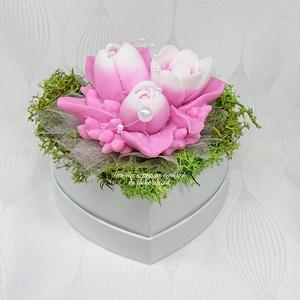 Magenta - fehér tulipán szappan csokor szív formájú boxban , Otthon & Lakás, Dekoráció, Csokor & Virágdísz, Virágkötés, Szappankészítés, Eper illatú. \nMindegyik csokor egyedi tervezésű és kézzel készített.\nElegáns szappanvirág dekorációk..., Meska