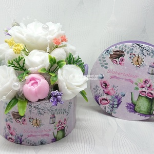Zöld - rózsaszín - lila - fehér szappan csokor kerek boxban , Otthon & Lakás, Dekoráció, Csokor & Virágdísz, Virágkötés, Szappankészítés, Sensory Scarlet Goth illatú: Parfümös, virágos, de elegánsan, édeskés, pézsmás.\nMindegyik csokor egy..., Meska