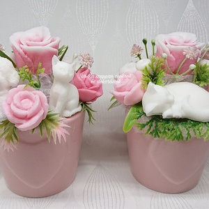 Cicás és cica kutyás szappanvirág csokor, kicsi szív mintás kaspóban , Otthon & Lakás, Dekoráció, Csokor & Virágdísz, Virágkötés, Szappankészítés, Bodza illatú.\nMindegyik csokor egyedi tervezésű és kézzel készített.\nElegáns szappanvirág dekorációk..., Meska